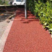 Pervia® ist ein Dränbeton, der stabile, trockene Wege, Fahrradwege, Abstellflächen oder Parkplätze mit Drainage ermöglicht, ohne den Boden vollständig zu versiegeln. (Foto: CEMEX)