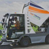 Die neue TENAX Electra 2.0, vollelektrische Kehrsaugmaschine mit 2 m² Sammelbehälter entwickelt als reine Elektro-Kehrsaugmaschine ohne hydraulische Antriebsmotoren.