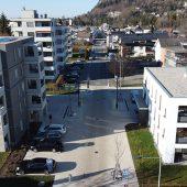 Der Straßenraum an der Lerchenstraße in Wolfurt (AT) wurde zu einem Begegnungsplatz umgestaltet.