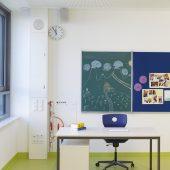 Mediensäulen sorgen für zukunftsorientierte Elektroinstallationen in Unterrichtsräumen. Foto: Hager Vertriebsgesellschaft mbH & Co. KG