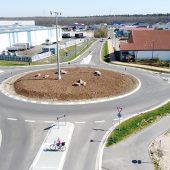 Der Kreisverkehrsplatz in Bellheim wurde konventionell in Zebrastreifenoptik gebaut.